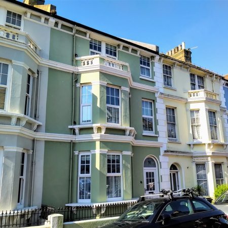 6 Bedroom Freehold Property Close to Eastbourne Seafront