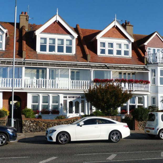 10 Bedroom Guest House + Studio & 4 Bed Flat in Thorpe Bay, Southend
